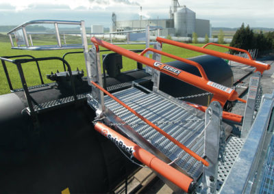48-inch-wide-railcar-gangway-with-cage-1