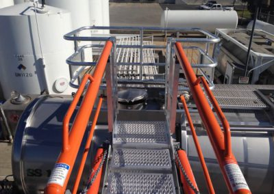truck-gangway-with-fall-protection-cage-15