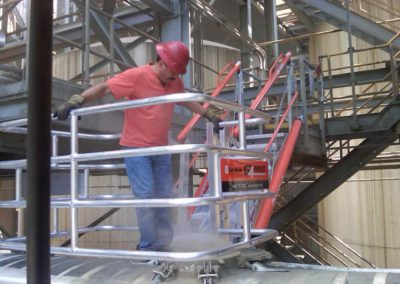 truck-loading-gangway-with-fall-protection-4