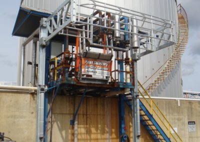 truck-loading-system-with-elevating-cage-fall-protection-14