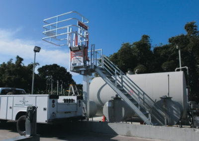 truck-unloading-rack-with-safety-cage-25