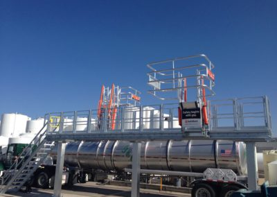 truck-gangway-with-cage-for-fall-protection-14