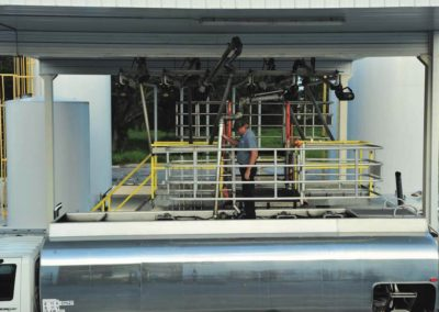truck-loading-platform-with-multiple-hatches-and-loading-arms-8
