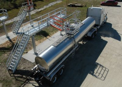 truck-loading-rack-with-tracking-gangway-and-fall-protection-10