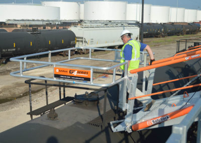 railcar-unloading-gangway-with-fall-protection-16